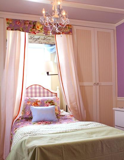 Colettes bed big right L-C